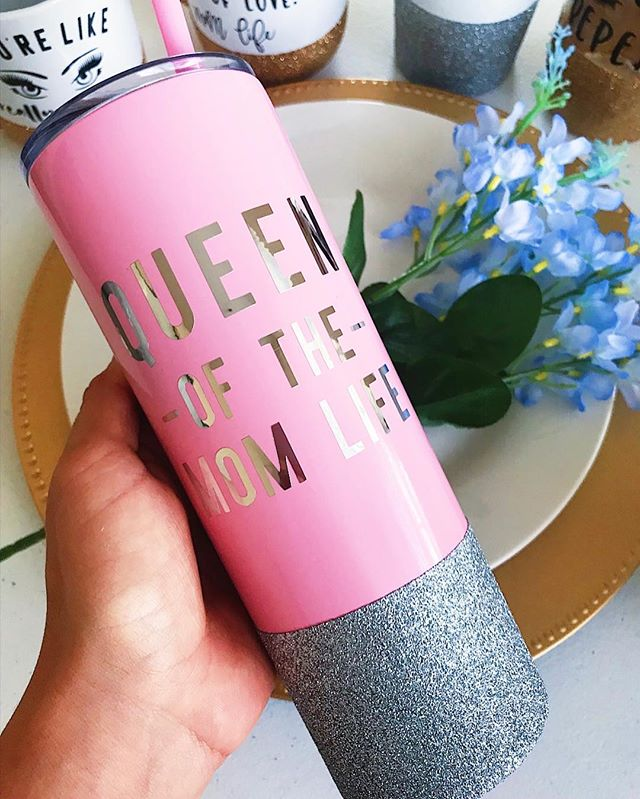 Can't get over these pink stainless tumblers 💕 TAG + SHARE with someone that is #queenofeverything • • • • • • • • #savagesips #glitter #glitterdipped #custom #handmade #pink #onwednesdayswewearpink #queen #mom #momlife #bossmom #bossbabe