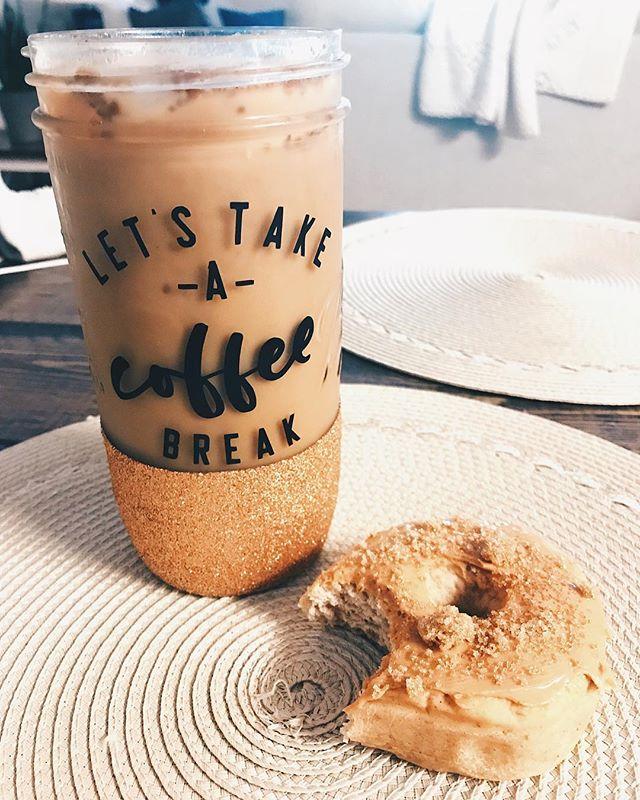 C O L D brew ☕️ & P R O T E I N donuts 🍩 —————————— Happy Saturday 🖤 • • • • • • #savagesips #savageco #glitter #glittermug #coldbrew #saturday #weekendvibes #proteindonuts #love #coffee #glittermasonjar #weekenders #fitlife #rollindough #handmade #shopsmall