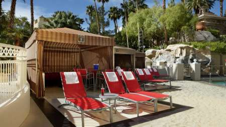 Mandalay Bay Beach Cabana (credit: mandalaybay.com).