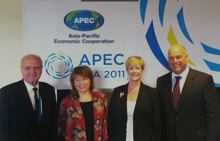 Pictured Above: Michael Moore, New Zealand Ambassador to the U.S.; Sirma Karapeeva, New Zealand Ministry of Primary Industries; Julia Doherty, Senior Director at the U.S. Office of Trade Representative, APEC Sub-Committee on Standards and Conformance Chair; Robert P. (Bobby) Koch, President/CEO of Wine Institute.