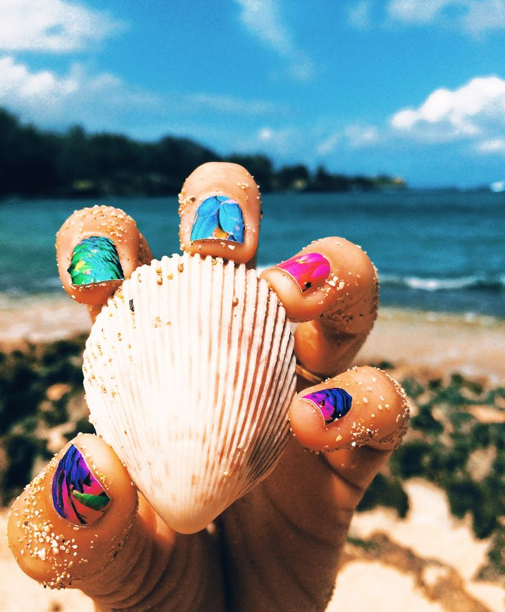FWSBEAUTYCHALLENGE-Inspiration-July-Week-1-Tropical-Color-Mani-Shell.jpg