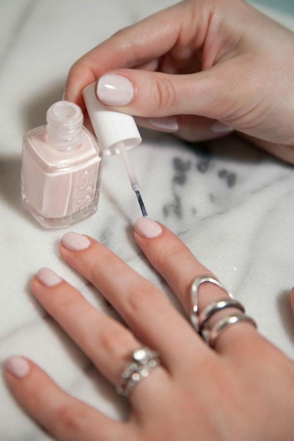 FWSBEAUTYCHALLENGE-Inspiration-July-Week-2-My-Go-To-Nail-Polish-Nude.jpg