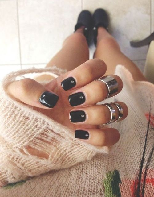 FWSBEAUTYCHALLENGE-Inspiration-July-Week-2-My-Go-To-Nail-Polish-Black.jpg