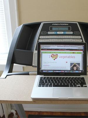 Weeked-Reading-Vol-6-I-Heart-Vegetables-DIY-Treadmill-Desk.jpg