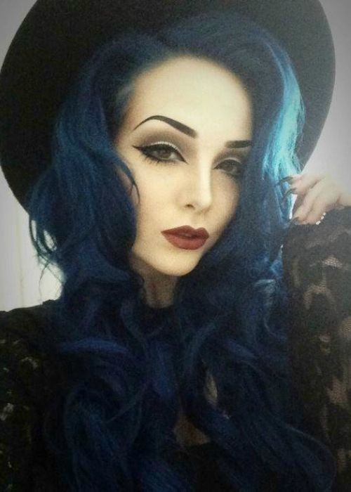 FWSBEAUTYCHALLENGE-Inspiration-July-Week-3-Vamp-Hair.jpg