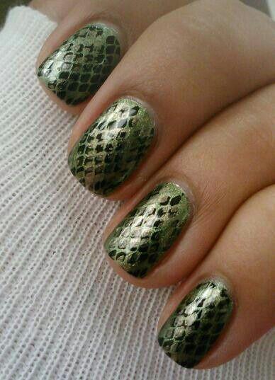 FWSBEAUTYCHALLENGE-Inspiration-July-Week-3-Animal-Giraffe-Nails.jpg
