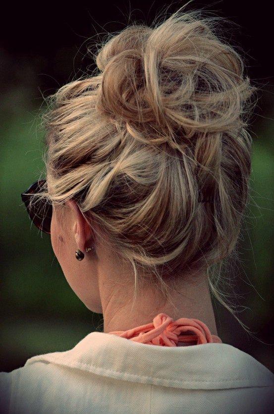 FWSBEAUTYCHALLENGE-Inspiration-July-Week-3-Go-to-Hair-Bun.jpg