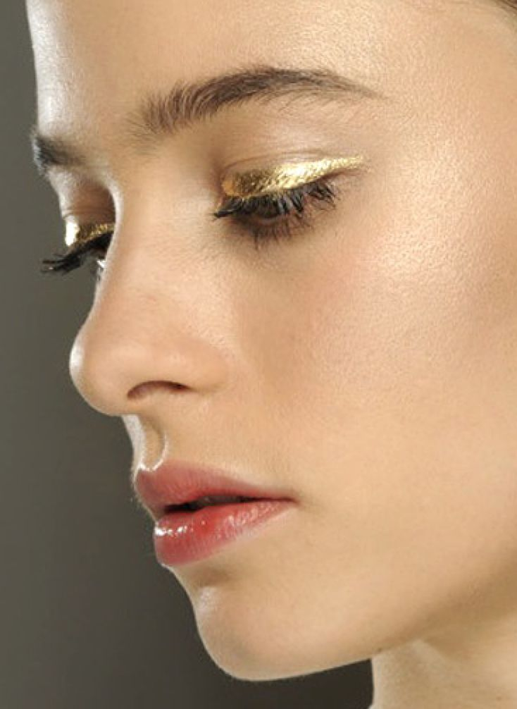 FWSBeautyChallenge-Inspiration-Week4-High-Shine-Metallics-Eye.jpg