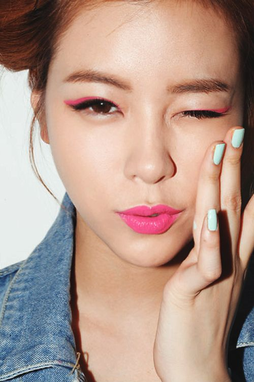 FWSBeautyChallenge-Inspiration-Week4-Eye-Liner-Love-Pink.jpg