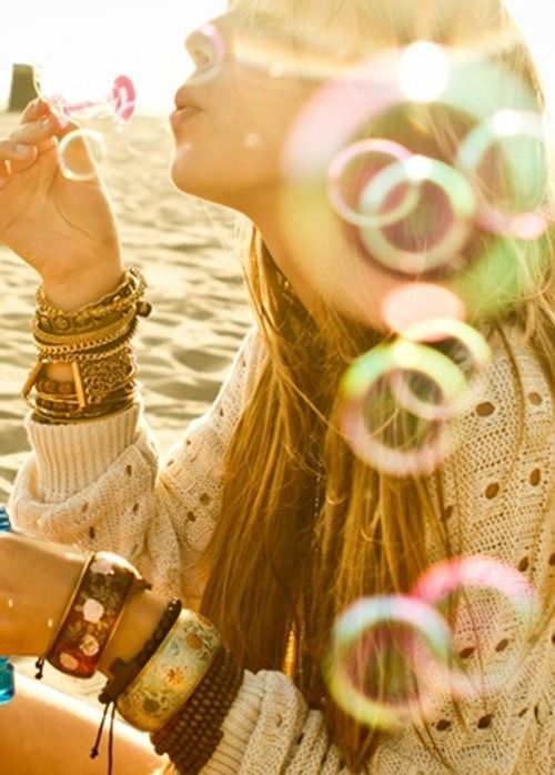 FWSBeautyChallenge-Inspiration-Week4-Summer-Fun-Bubbles.jpg