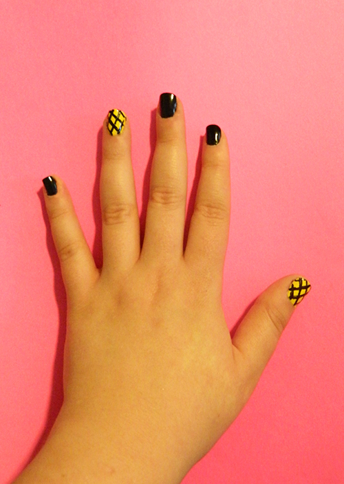 DIY-Monthly-Mani-Graphic-Pineapple-Stripes