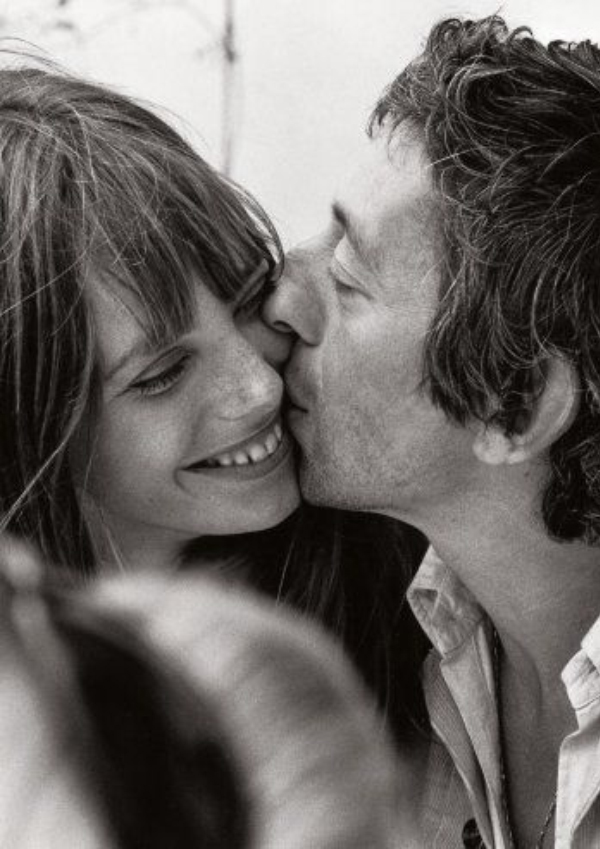 Friday-Vibes-Kiss-Kiss-Jane-and-Serge