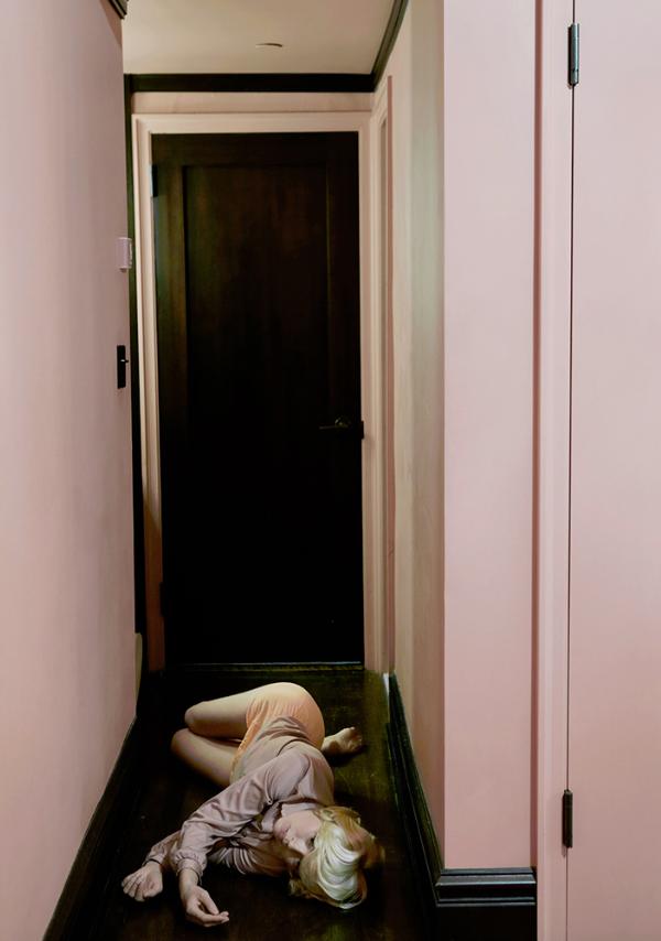 Friday-Vibes-JOMO-Anja-Niemi-Hallway