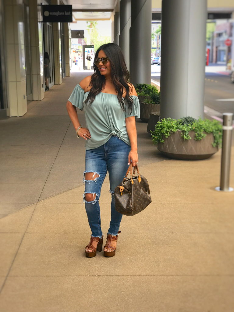 Richelle-Hedlund-DIY-Ripped-Jeans-Puckers-Pumps-Blog.jpg
