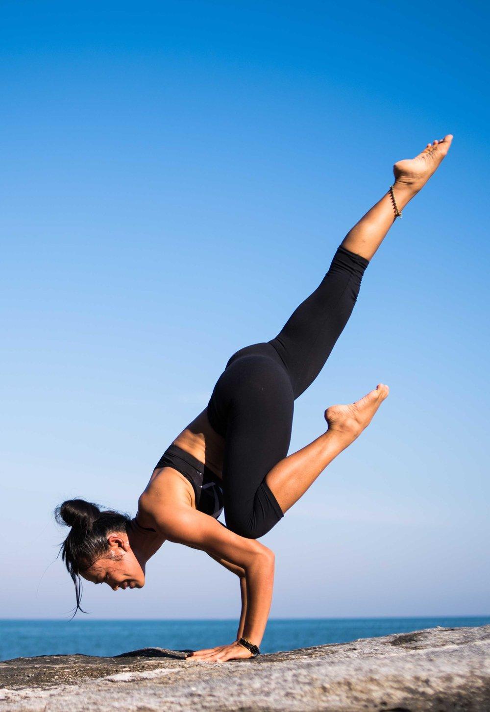 yoga-2587066.jpg