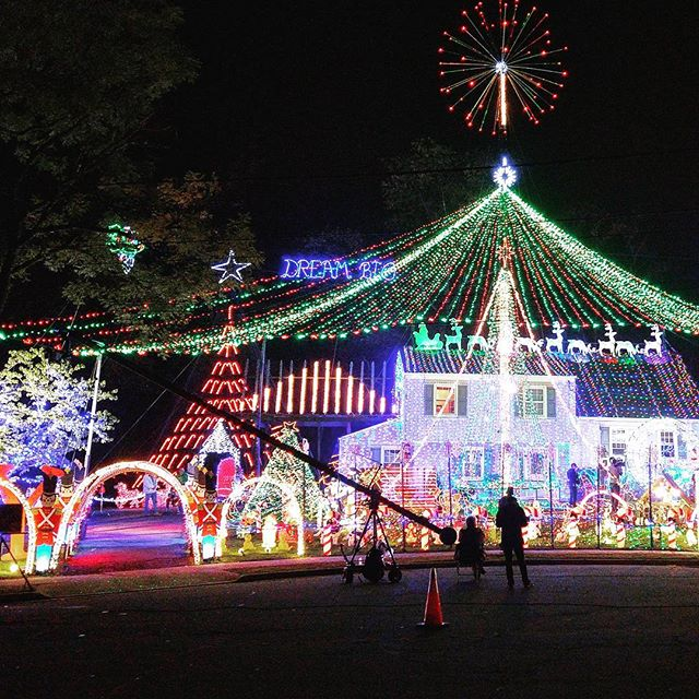 Holiday season is right around the corner! Remembering the fantastic time filming VR for ABC's Great Christmas Light Fight, and what a phenomenal crew to work with! @thegreatchristmaslightfight • • • • • • • #virtualreality #VR #experience #travel #Explore #adventure #production #360degrees #Hollywood #LosAngeles #California #Beautiful #IGDaily #love #Instagood #Home #tech #Startup #Technology #Ar #htcvive #Immersive #explore #TechStartup #Christmaslights #Christmas #Xmas #lights #season
