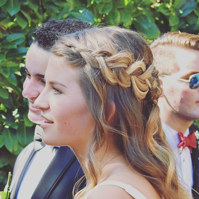 Prom hair that works :) #loosebraid #beachywaves #oribeobsessed #eastbayhairstylist #promhairstyle