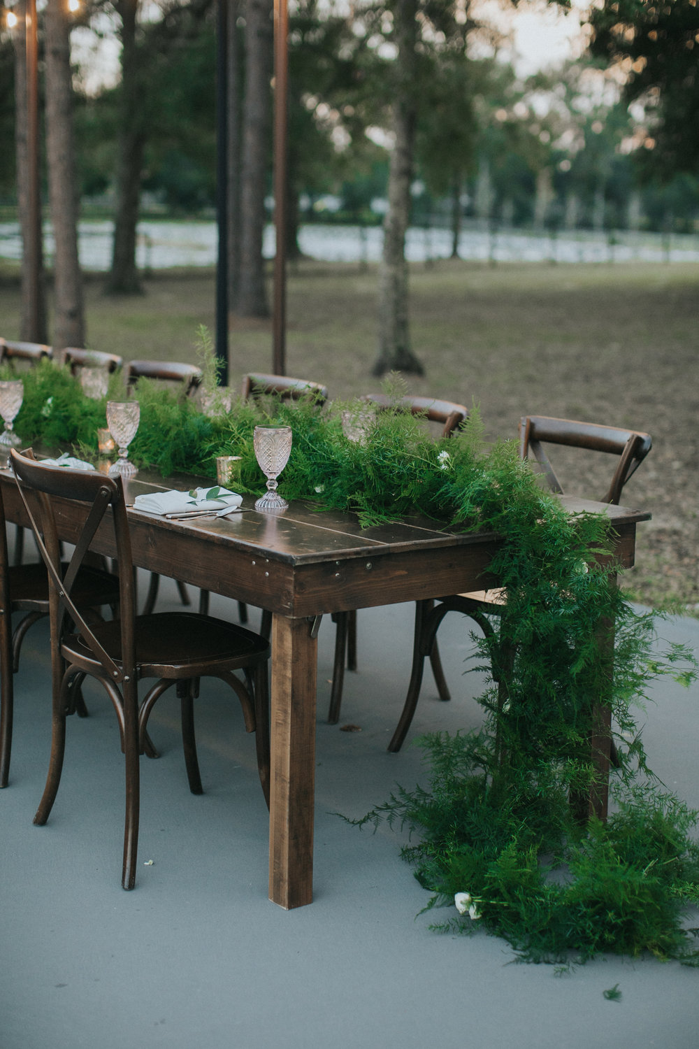 Bluegrass Chic - Farm Tables Garland