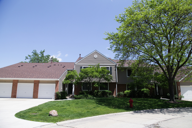 238 Winding Oak Lane, Buffalo Grove, 3 bed 2 bath, $214,900