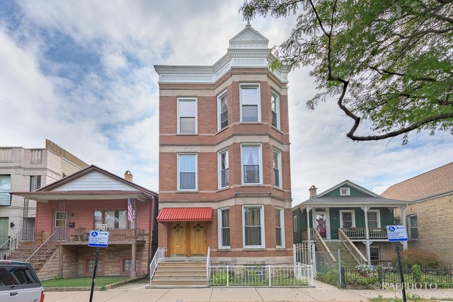 2121 W Superior, 5-Unit Building, $1,200,000