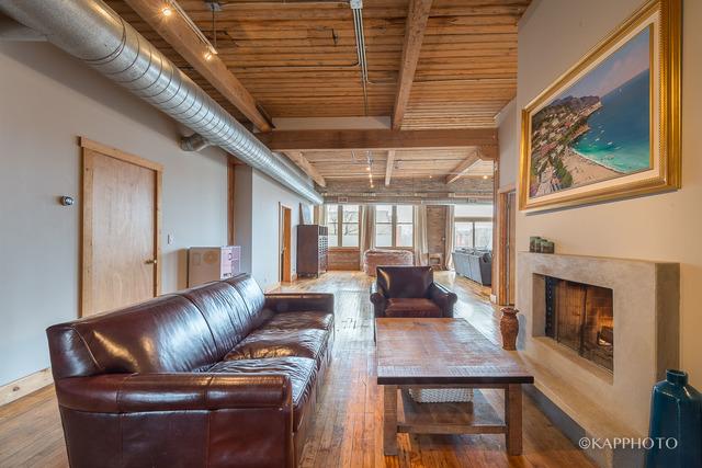 2300 W Warren, Penthouse, 3 Bed 2 Bath, $3,500
