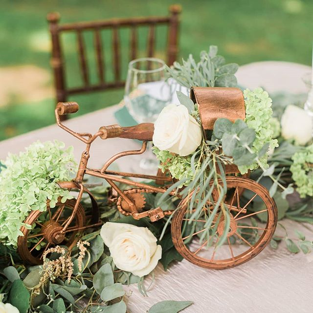 Not the usual decor pieces for this shoot. Tapped into my inner @joannagaines styling this tablescape with a charming little copper bike. Yep...we do more than just glam. Happy Friday! . . . . . #exquisiteeventsbyamanee #eventsbyamanee #weddingdecor #weddingdesign #eventdesign #eventstylist #weddingplanner #eventplanner #wedding #weddings  #cincinnati #cincinnatiweddingplanner #kentuckyweddingplanner #ohioweddingplanner #cincinnatiwedding #cincinnatibride  #ohiobride #kentuckybride #kentuckywedding #kentucky #cincinnatiweddingflorist #weddingflorist #floraldesign #weddingflowers #theknot #munaluchi #munaluchibride