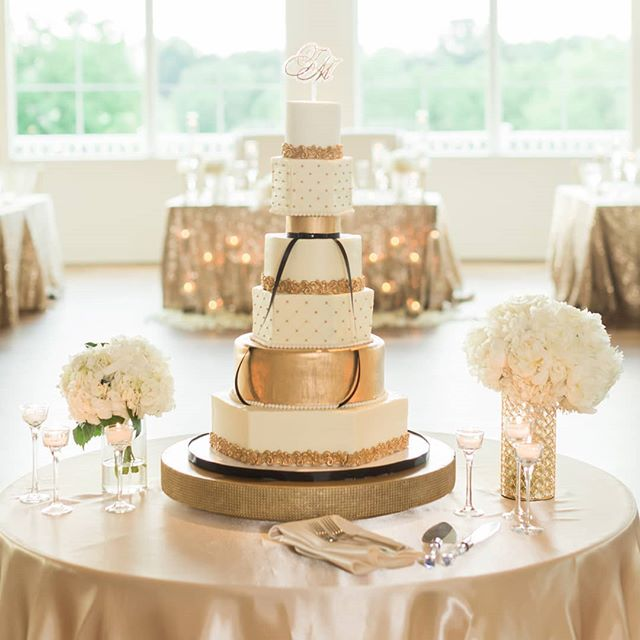 Here's what the bride saw ✨ ----- 📸: @megannollphotography . . . . . #exquisiteeventsbyamanee #eventsbyamanee #weddingdecor #weddingdesign #eventdesign #eventstylist #weddingplanner #eventplanner #wedding #weddings  #cincinnati #cincinnatiweddingplanner #kentuckyweddingplanner #ohioweddingplanner #cincinnatiwedding #cincinnatibride  #ohiobride
