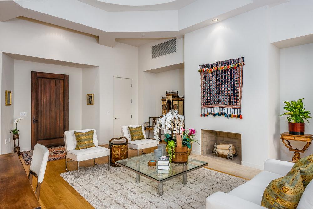 004_04-Living Room.jpg