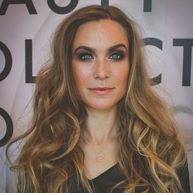 💫Did you know our makeup artist @bridgetsophiestudio is also a hair stylist!? Loose waves, up-dos or beautiful ponytails - she can do it all! Treat yourself, book today and feel a million dollars heading out the door. 💓 @beautycollectiveco @bridgetsophiestudio