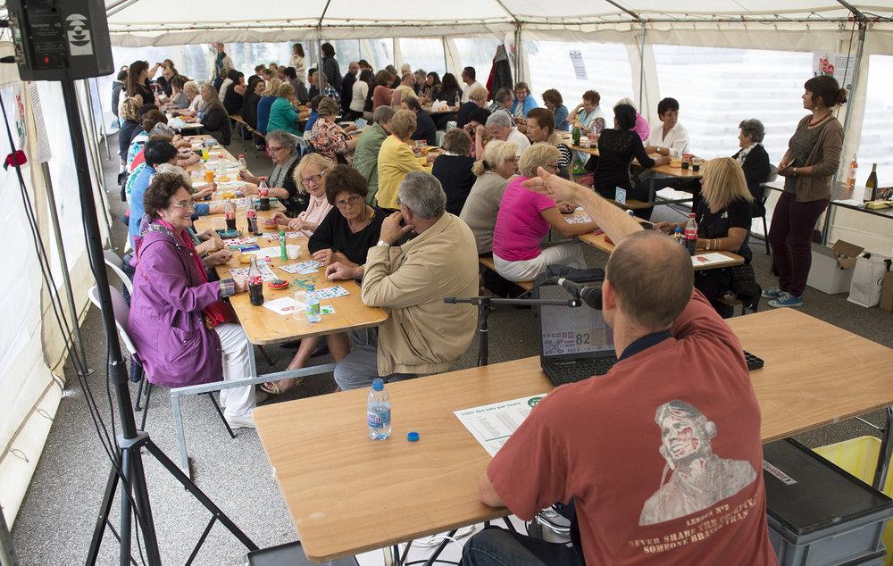 Loto bingo organisé par ARTHIS le 31 août 2014, qui a attiré un public nombreux de passionnés de jeux