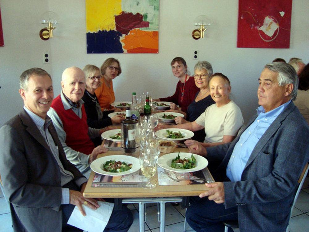 L'une des tables - celle du président - lors du repas de midi à Porrentruy