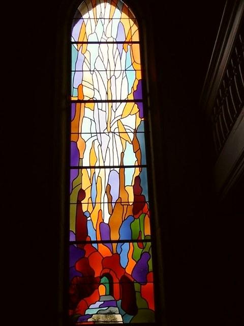 L'un des vitraux du Temple de Cernier, réalisés par Aloys Perregaux