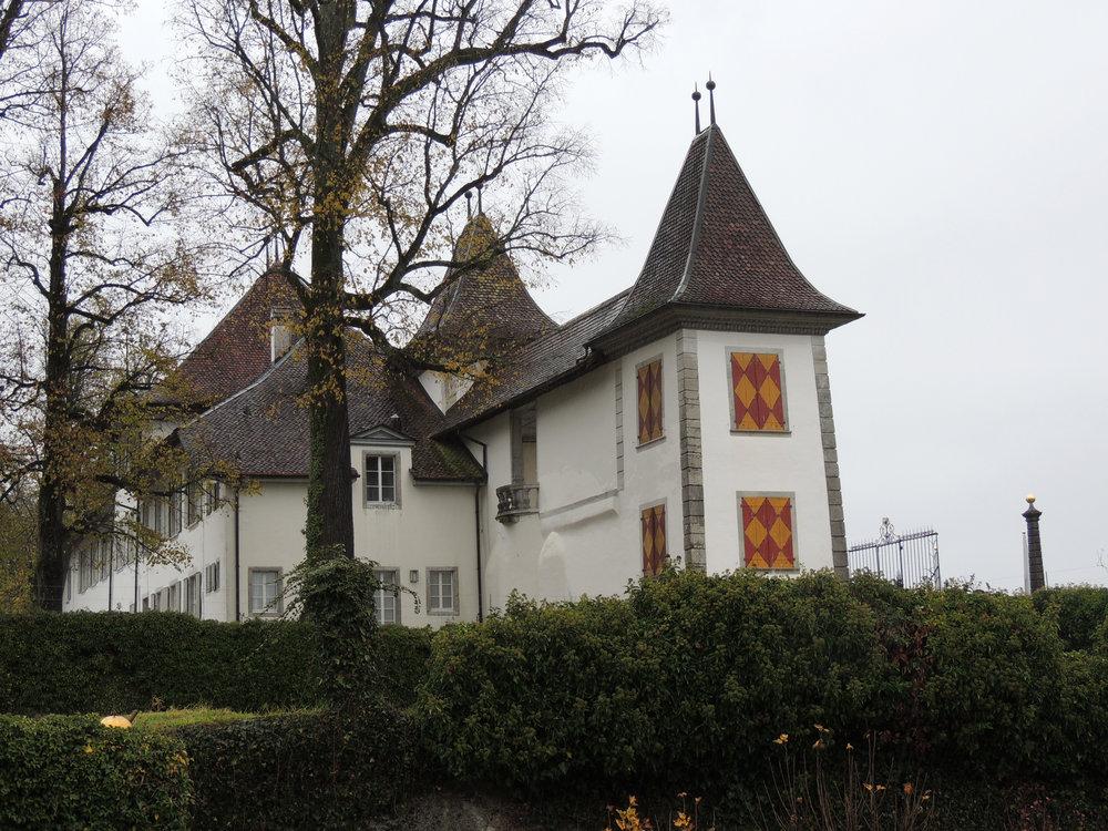 Le château de Waldegg tel qu'il se présente en arrivant par le portail principal