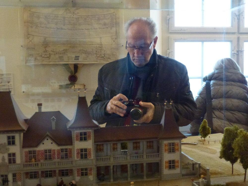 Philippe Richème, l'un de nos vérificateurs des comptes, très attentif pour réaliser plusieurs photos du voyage présentées dans cet article