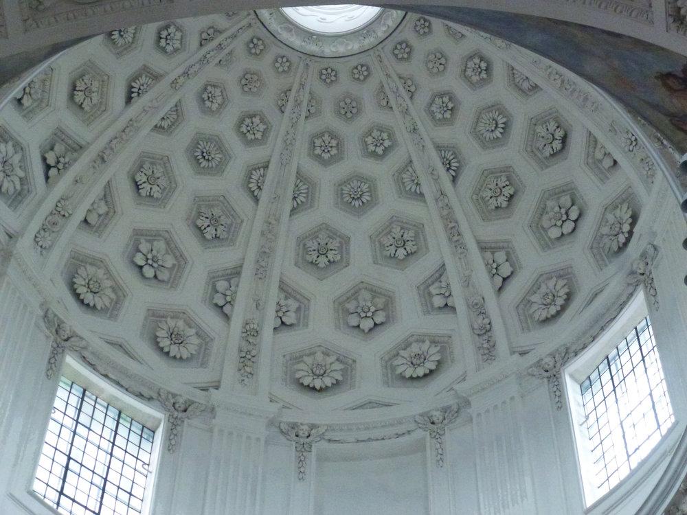 Détail du décor de la tour-lanterne, qui amène une belle clarté à l'intérieur de la cathédrale