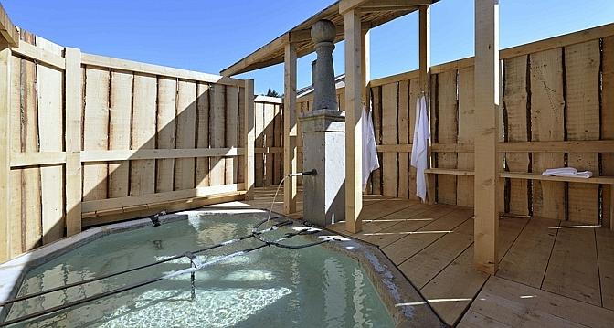 L'une des fontaines du village, transformée en bains publics