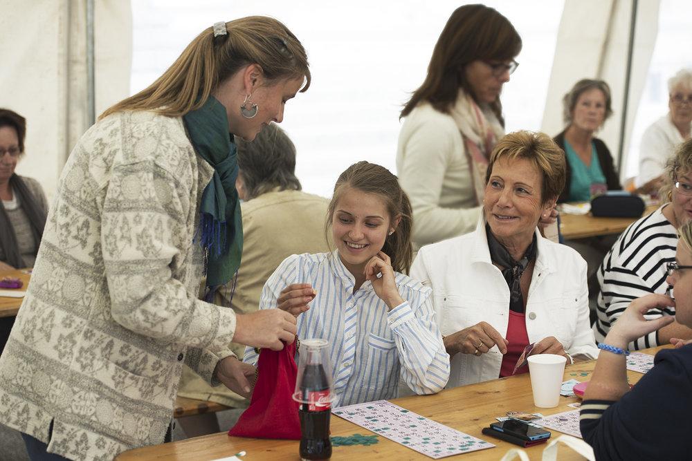 Julie Rieder, Camille Rieder et Violaine Barrelet restent souriantes malgré la vitesse du jeu
