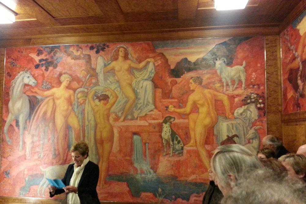 Violaine Barrelet, présidente d'ARTHIS, dit le mot d'accueil dans la salle L'Eplattenier de la Brasserie Müller, dans une salle qui était comble