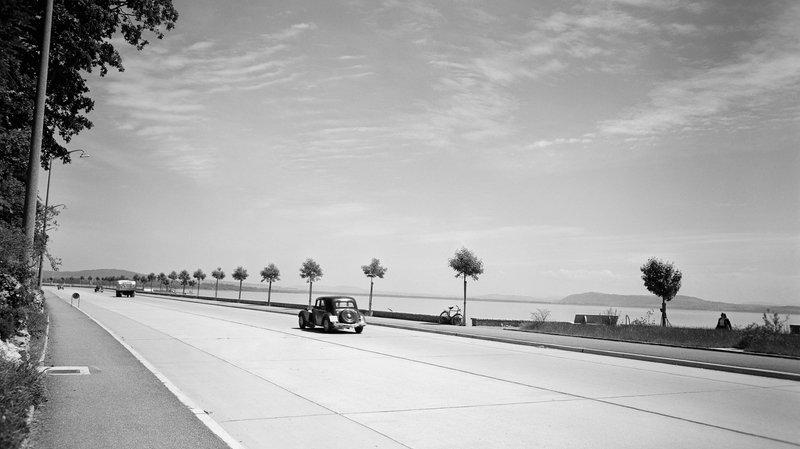 Route des Falaises à Neuchâtel, entre 1951 et 1956, photographie de Max Chiffelle (1913-2002) àpartir du négatif au gélatino-bromure d'argent