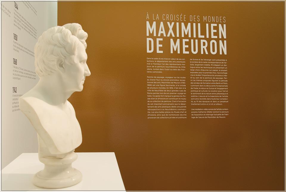 Le buste de Maximilien de Meuron à l'entrée de l'exposition