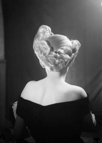 """Coiffure Schenk (1955), photographie de Jean Schelling (1901-1978), présentée dans l'exposition """"Transitions"""""""