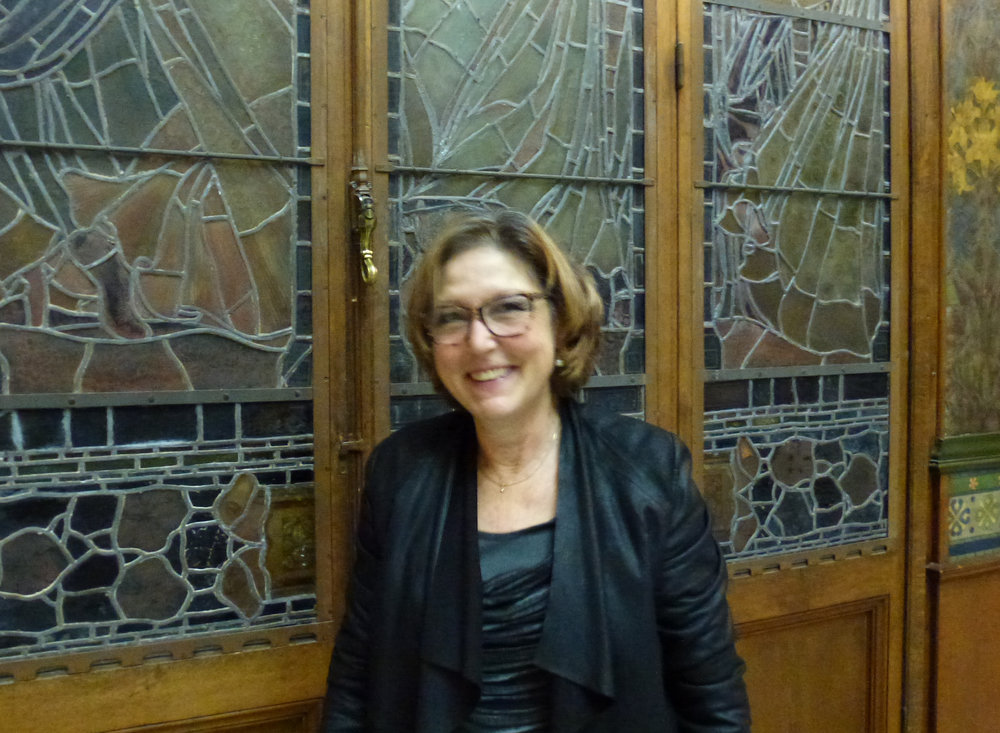 Notre membre du Conseil Martine Jacot, toute en sourires, a réalisé les décorations et a organisé le buffet commandé à la Confiserie Schmidt de Neuchâtel