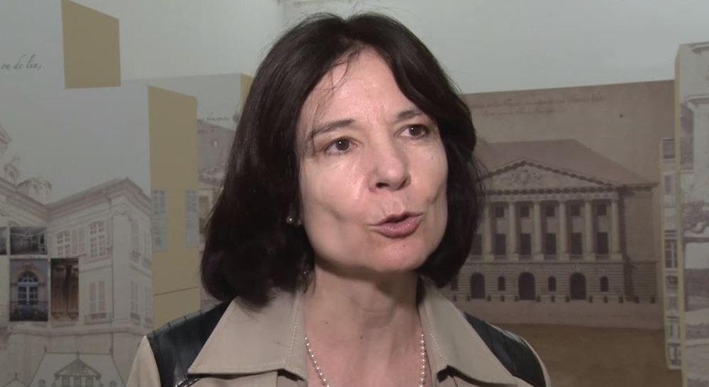 Chantal Lafontant Vallotton, conservatrice du département historique, en pleine explication