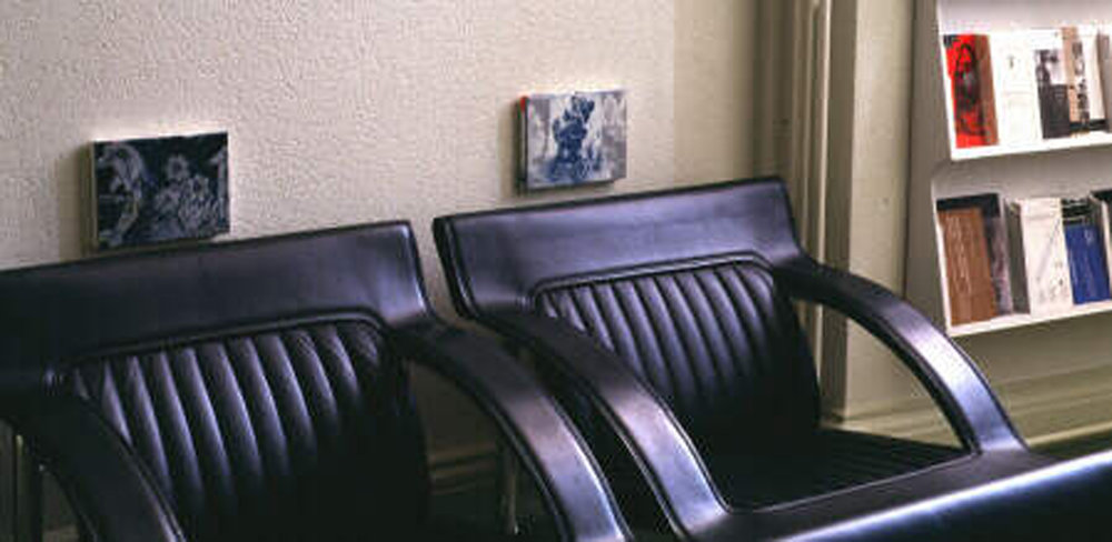 Les petits tableaux de Luc Andrié demande si le tableau a besoin de cimaises pour exister, ou s'il fonctionne partout en lui-même