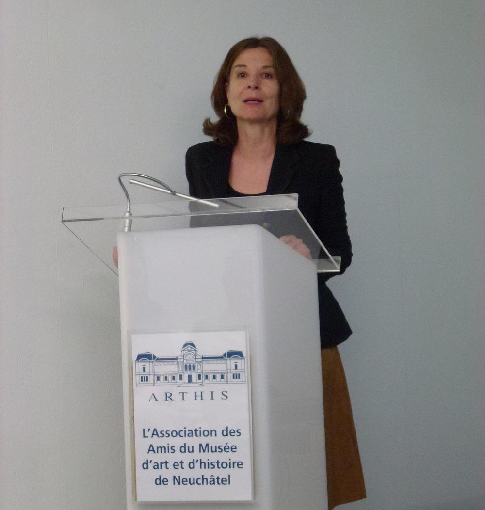Chantal Lafontant Vallotton explique la problématique de la conservation des oeuvres au MahN, qui n'a pas été construit pour les y entreposer, préoccupation récurrente au fil des décennies et des conservateurs