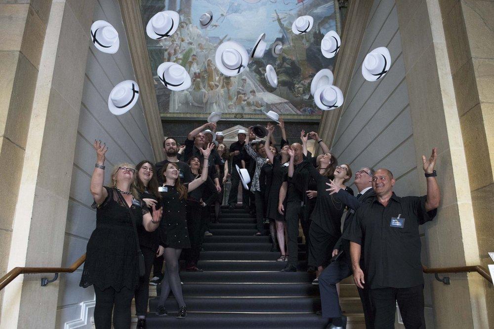L'équipe du MahN et d'ARTHIS lève haut son chapeau devant l'organisation hors pair d'Isabella Liggi, conservatrice-assistante du cabinet de numismatique, et se réjouit d'accueillir les premiers visiteurs de la Nuit des musées