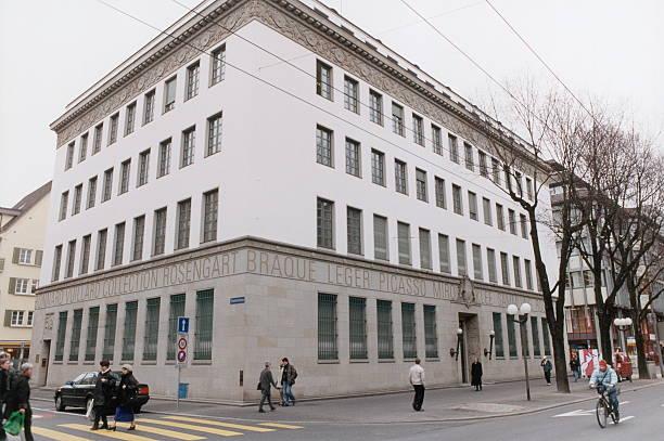 La collection Rosengart se trouve à l'adresse Pilatustrasse 10, dans les locaux de l'ancienne Banque nationale suisse de Lucerne, un bâtiment néoclassique de style Empire.
