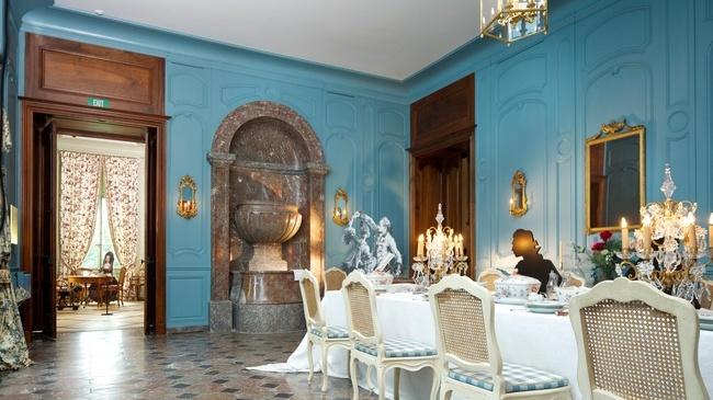 """La salle à manger du Château de Prangins, reconstituée telle qu'elle se présentait au 18e siècle dans l'exposition """"Noblesse oblige"""""""