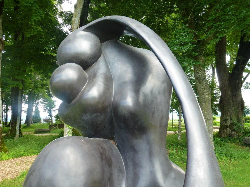 Mother and Child , une très belle oeuvre de Manuel Carbonell, un sculpteur cubain né à Cuba en 1918, décédé en Floride en 2011, à 93 ans.