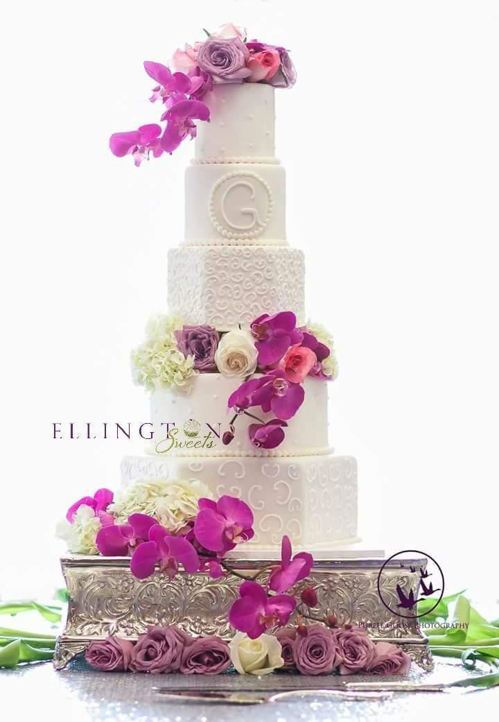 Faith - Mickey_s wedding cake.jpg